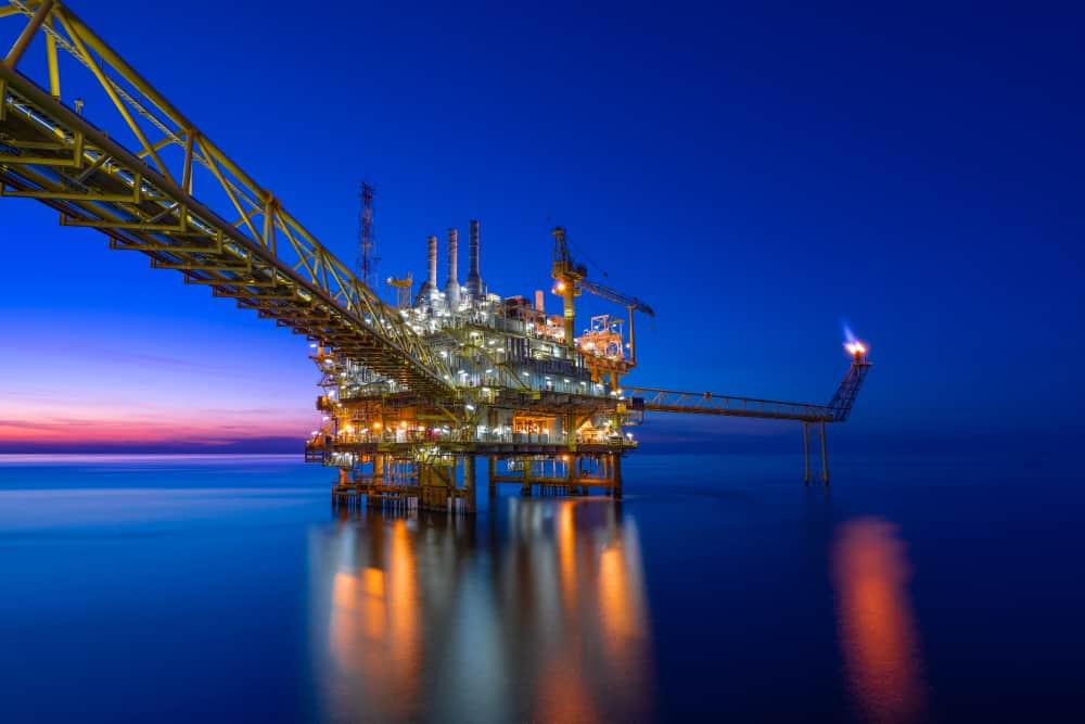 Illuminated platform with good offshore connectivity